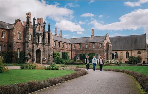 недорогие британские университеты